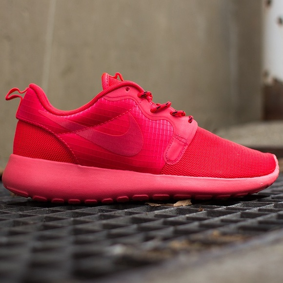 Nike Shoes - Nike Roche Run - Laser Crimson Red October